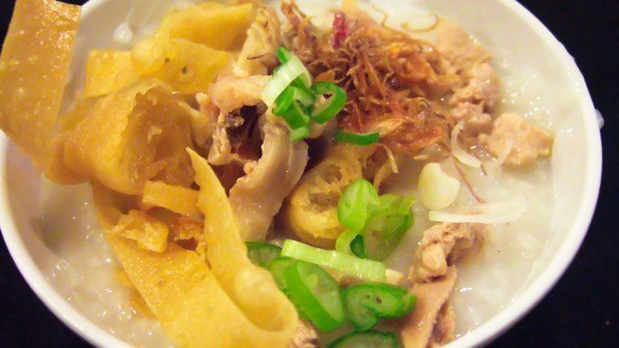 https://upload.wikimedia.org/wikipedia/commons/a/a8/Bubur_ayam_chicken_porridge.JPG
